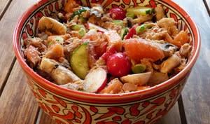 Power bowl au thon, avocat, radis et pomelo