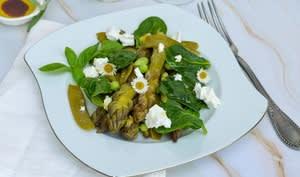 Salade de légumes verts croquants au chèvre frais