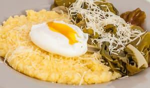 Oeufs pochés, blettes et polenta