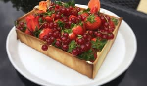 Gâteau cagette fraises groseilles