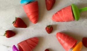 Popsicle aux fraises et à la mangue