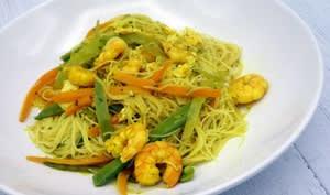 Vermicelles de riz au curry et aux crevettes