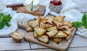 Samossas au fromage frais basilic, pignons et tomates séchées