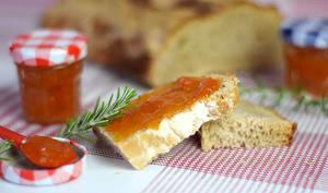 Confiture d'abricots au romarin