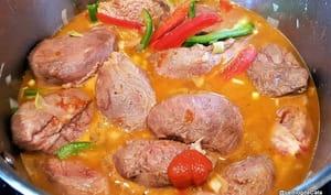 Joues de porc aux 2 poivrons, paprika et vin blanc
