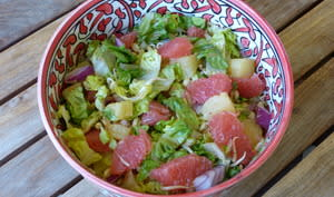 Salade exotique à la sucrine, ananas et pomelo
