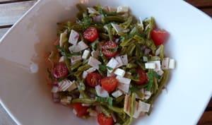 Salade aux haricots verts, rôti de poulet, kiwi et féta