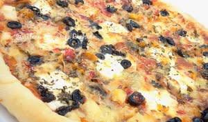 Pizza à la dinde fumée