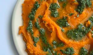 Purée de patate douce et sa salsa d'herbes et de citron vert