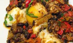 Ragoût de haricots noirs aux œufs