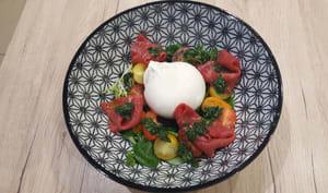 Burrata au basilic, tomates cerise et carpaccio
