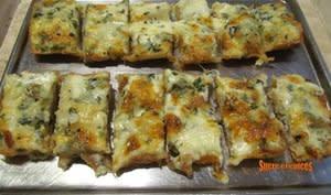 Pain gratiné au fromage et à l'ai