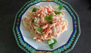 Salade de tagliatelles au crabe, surimi et ananas