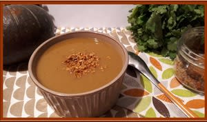 Soupe de potimarron vert d'hokkaido et châtaignes au curry