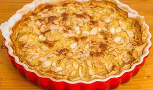 Tarte aux poires, chocolat et crème d'amandes