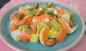 Salade d'endives aux kiwis, clémentines et truite fumée