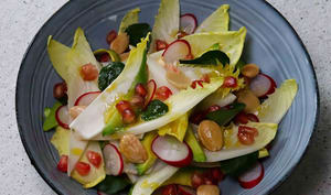 Salade détox endives, radis, avocat, grenade, cresson, amandes