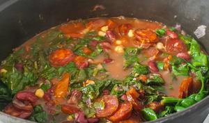 Soupe aux pois, épinards et chorizo