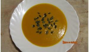 Velouté de butternut au lait de coco et curry rouge
