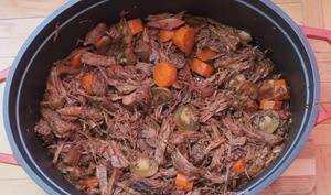 Effiloché de boeuf au vin rouge et carottes