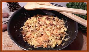 Omelette de pommes de terre et saumon fumé