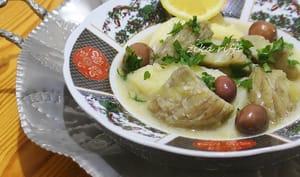 Tajine de pommes de terre aux artichauts et olives violettes