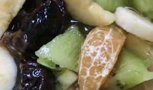 Salade de fruits frais, secs et confits parfumée à la fleur d'oranger
