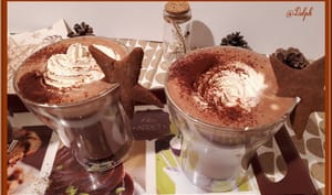 Chocolat chaud et son nuage de chantilly