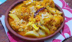 Chou-fleur aux pommes de terre sauce piquante à l'ail et aux oeufs