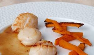 Saint jacques au jus acidulé et frites de butternut