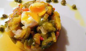 Tartare de poivrons aux œufs de caille pochés