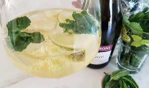 Cocktail Hugo au prosecco et sirop de fleurs de sureau
