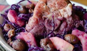 Palette de porc braisée au chou rouge et aux marrons