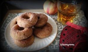 Muffins donuts au four au jus de pomme et à la cannelle ; végétalien