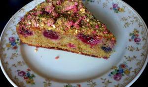 Cake pâte de pistaches et fruits rouges