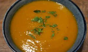 Soupe de carottes au lait de coco et curcuma