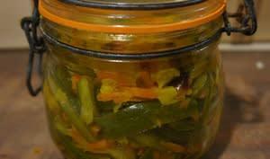 Achards de légumes en bocaux