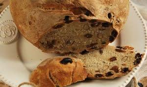 Pain semi complet aux noisettes et raisins secs