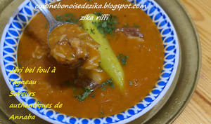 Soupe de fèves à l'agneau et tomates
