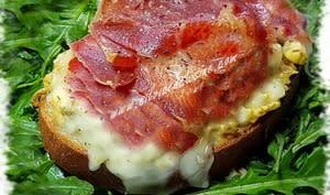 Tartines espagnoles à l'oeuf brouillé et jambon ibérique