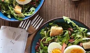 Salade de pissenlits lardons et œufs durs