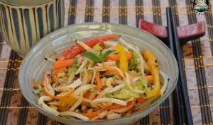 Salade fraîche vietnamienne au surimi