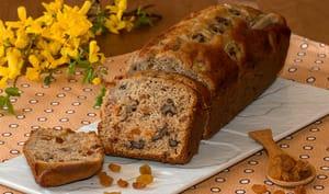 Cake aux bananes, noix et raisins secs