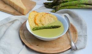 Crème d'asperges vertes au parmesan