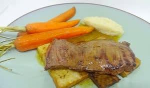 Hampe de boeuf sauce madère, écrasé de céleri et carottes fanes glacées