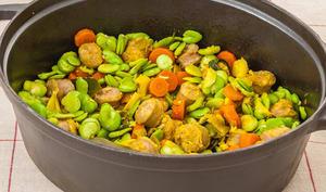 Mijoté de saucisses printanier aux fèves