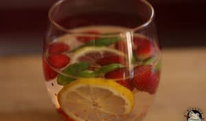 Eau détox fraises citron basilic