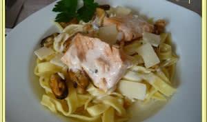 Tagliatelles et saumon à la sauce ail et parmesan
