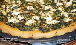 Pizza turque aux épinards chèvre frais et pignons