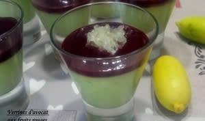 Verrines de panna cotta d'avocat aux fruits rouges et citron caviar